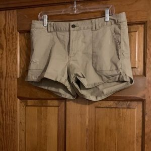 MOSSIMO BEIGE SHORTS